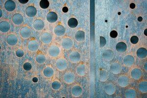 Opakowania antykorozyjne VCI jako idealny sposób na zabezpieczenie metalowych elementów przed korozją